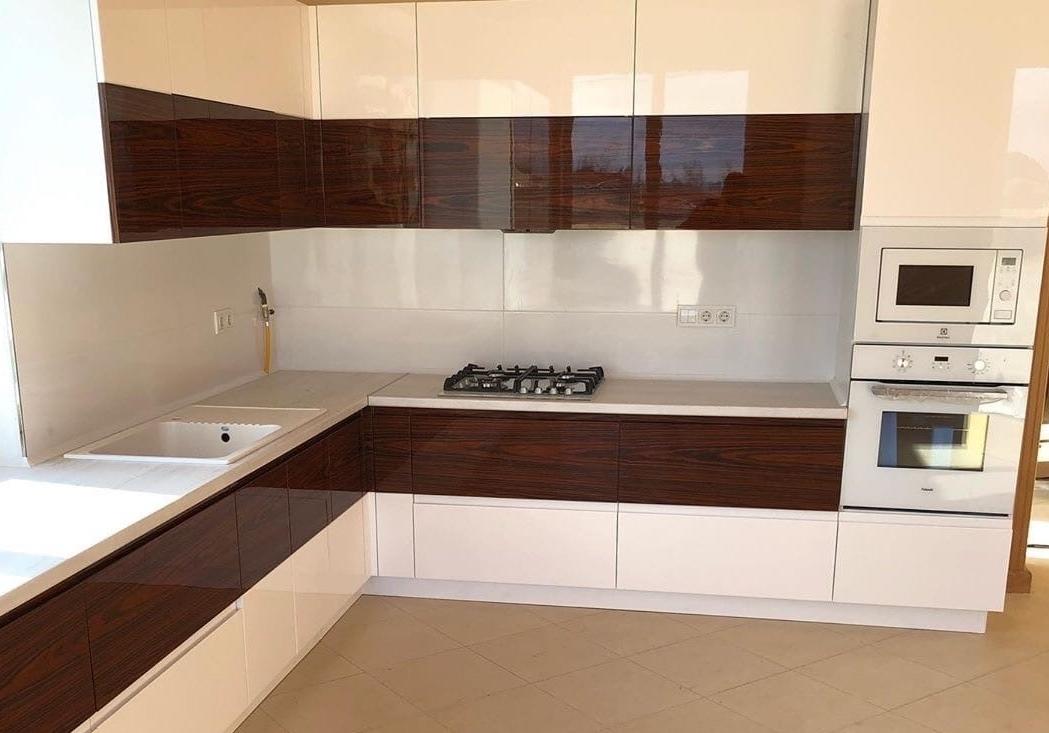 Белый кухонный гарнитур-Кухня МДФ в эмали «Модель 563»-фото2