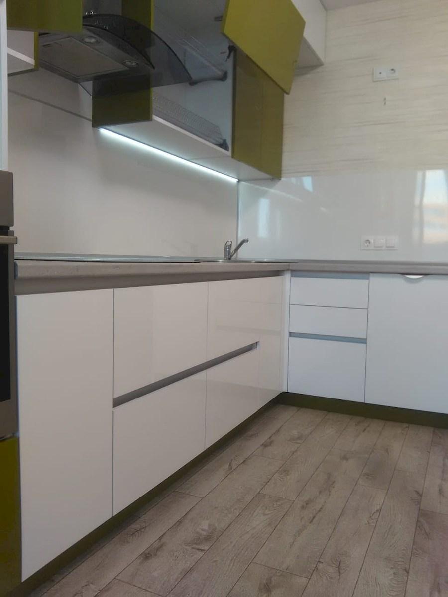 Белый кухонный гарнитур-Кухня из пластика «Модель 572»-фото7